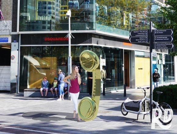 Rotterdamse straatversiering op de Coolsingel